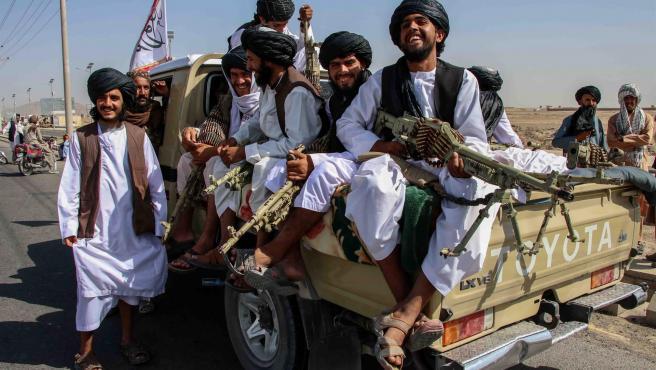 talibanes-celebrando-la-toma-de-afganistan